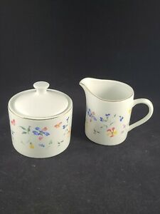 TOTALLY TODAY PHLOX MADE IN CHINA CREAMER & SUGAR BOWL WITH LID. EXCELLENT