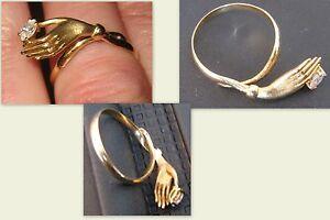 750er-Gelbgold-Ring-Hand-mit-Zirkonia-gut-erhalten