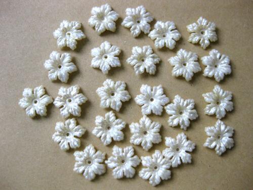 30 Blüten oder Blätter verschiedene Formen,creme,13 bis 24mm,Applikationen,A25