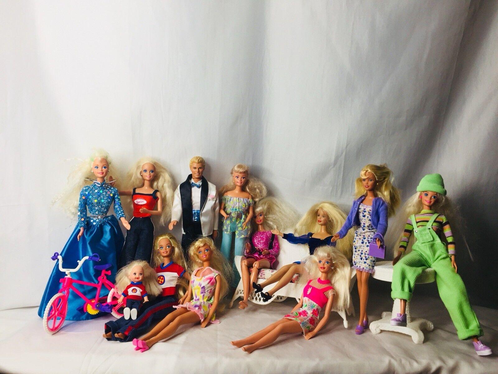 Gran Lote De Muñecas Barbie Ropa Zapatos Accesorios para Muebles-años 80 años 90