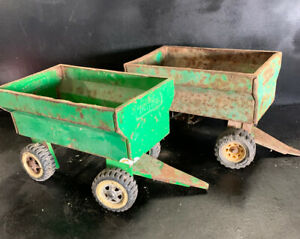 SET-OF-2-X-VINTAGE-TONKA-GREEN-TRAILERS-for-TRUCK-TRACTOR-FARM-FEEDERS-TIN-TOYS