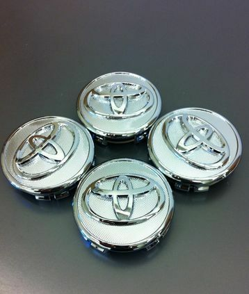 GENUINE OEM TOYOTA COROLLA PRIUS YARIS CENTER CAP ORNAMENT BRAND NEW OEM SET 4
