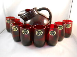 VINTAGE-HOCKING-ROYAL-RUBY-RED-TILTED-BALL-PITCHER-WITH-8-LABELED-JUICE-GLASSES