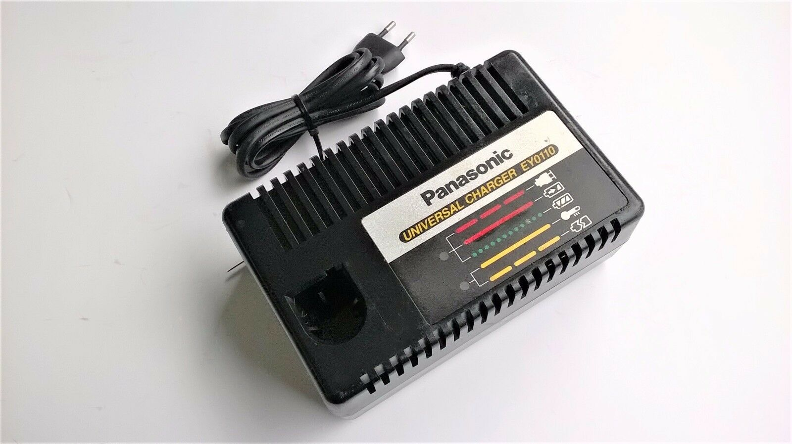 Ladegerät  Universal Charger Panasonic Battery Charger EY0110