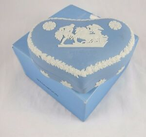 Wedgwood-Blue-Jasper-Jasperware-Heart-Trinket-Box-Ulysses-Chariot-of-Victory