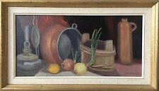 SVEN PERSSON (1899-1993) KÜCHEN STILLLEBEN MIT ZWIEBELN, TONFLASCHE UND LAMPE