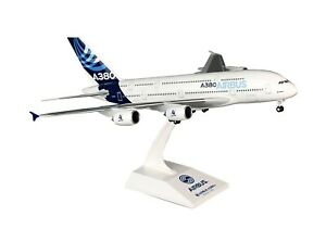 SKY-MARKS-1-200-Airbus-A380-House-Color-Scale-Flugzeugmodell-OVP