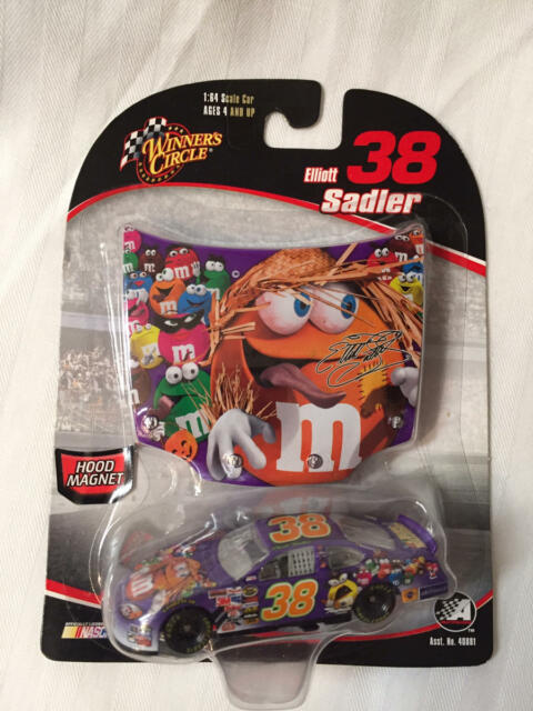 38 Elliott Sadler Mms Halloween Hood Dodge 2006 Winners Circle 1