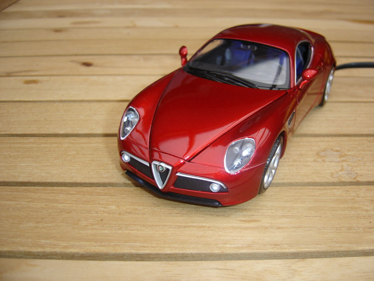 Alfa Romeo 8 C Competizione avec DEL-éclairage (Xénon) incl. Désir plaque d'immatriculation 1 24