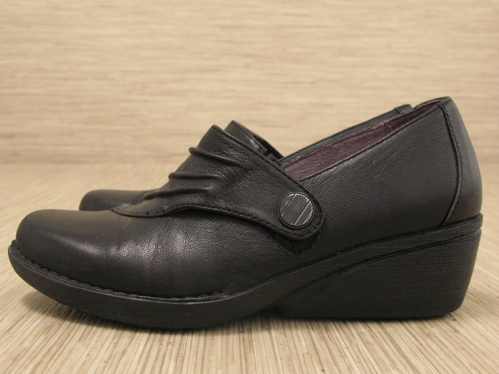 Dansko noir chaussures en cuir femme Taille Us 7-8 Eur 38 boutons Mocassins