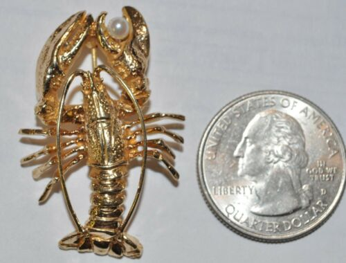 BEAUTIFUL 14KT YELLOW GOLD LOBSTER BROOCH WITH PEA