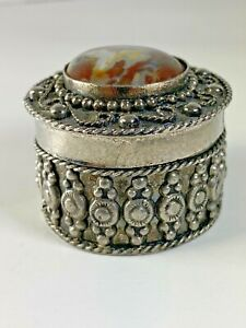 Vintage-Ornate-Small-Silver-Tone-Trinket-Pill-Box-Agate-Stone-1-5-8-x-1-3-8-H