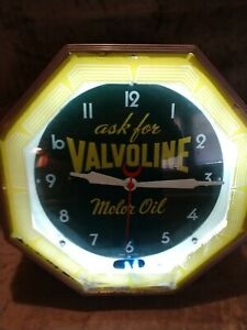 "Vintage Valvoline Motor Oil Neon Clock WORKS! 18 1/4"""