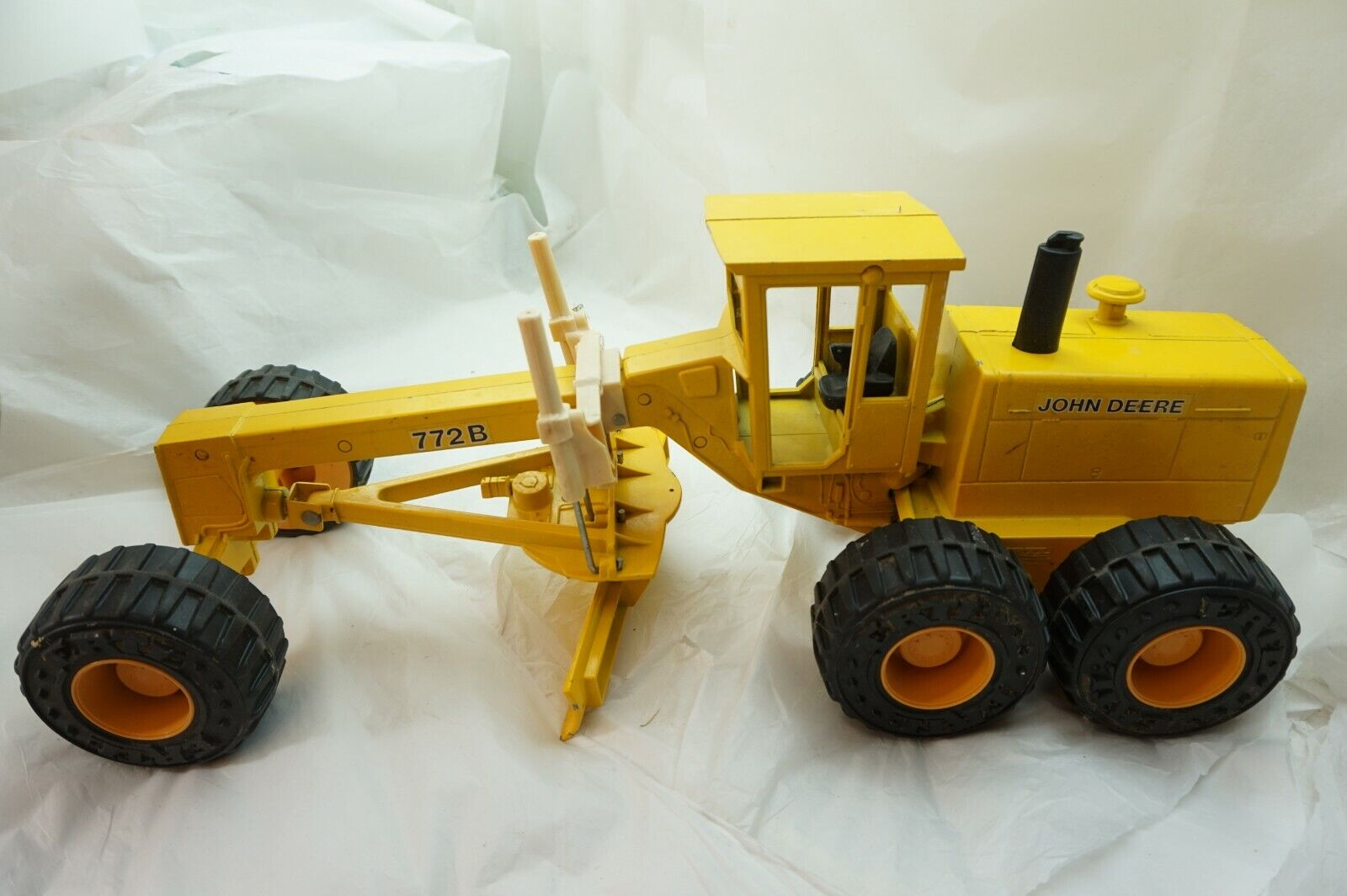 JOHN DEERE MOTOR ROAD GRADER ERTL 772B DIECAST METAL TOY 1 16 SCALE BIG 22in d