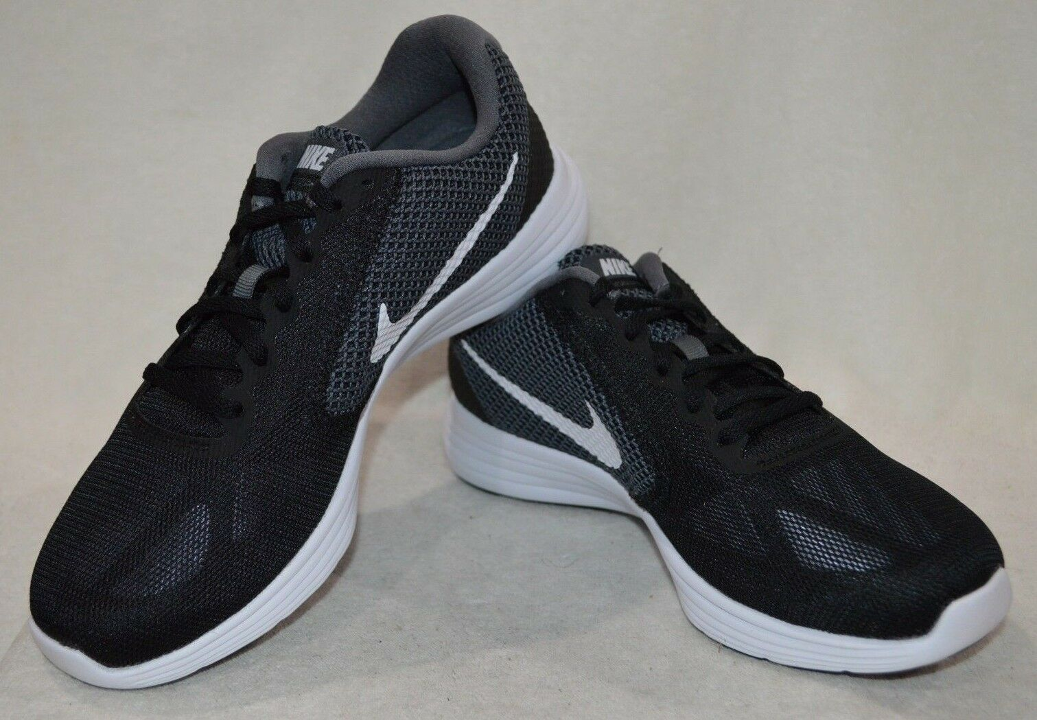 Nike Nike Nike grigio   bianco   nero rivoluzione 3 le scarpe da corsa asst confezioni ampia 2e nwb | A Primo Posto Tra Prodotti Simili  90d994