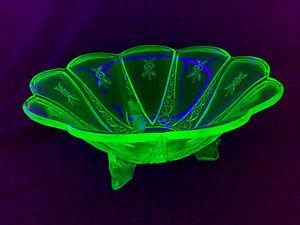 Art-Deco-URANGLAS-URAN-GLAS-Puddingschuessel-Anbietschale-Glasschale-Schale-LOOOK