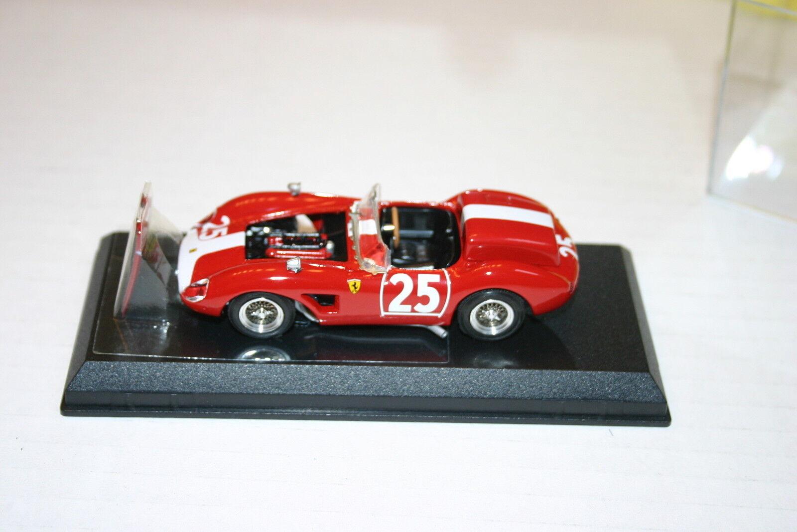 1 43 Ferrari 500 TRC 1961 Nurburgring Rojo con blancoo & Motor Detail Art Modelos