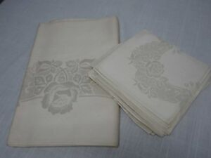 VINTAGE-IVORY-DAMASK-TABLECLOTH-56-034-x-72-034-w-PRETTY-ROSES-amp-8-NAPKINS-NOT-USED