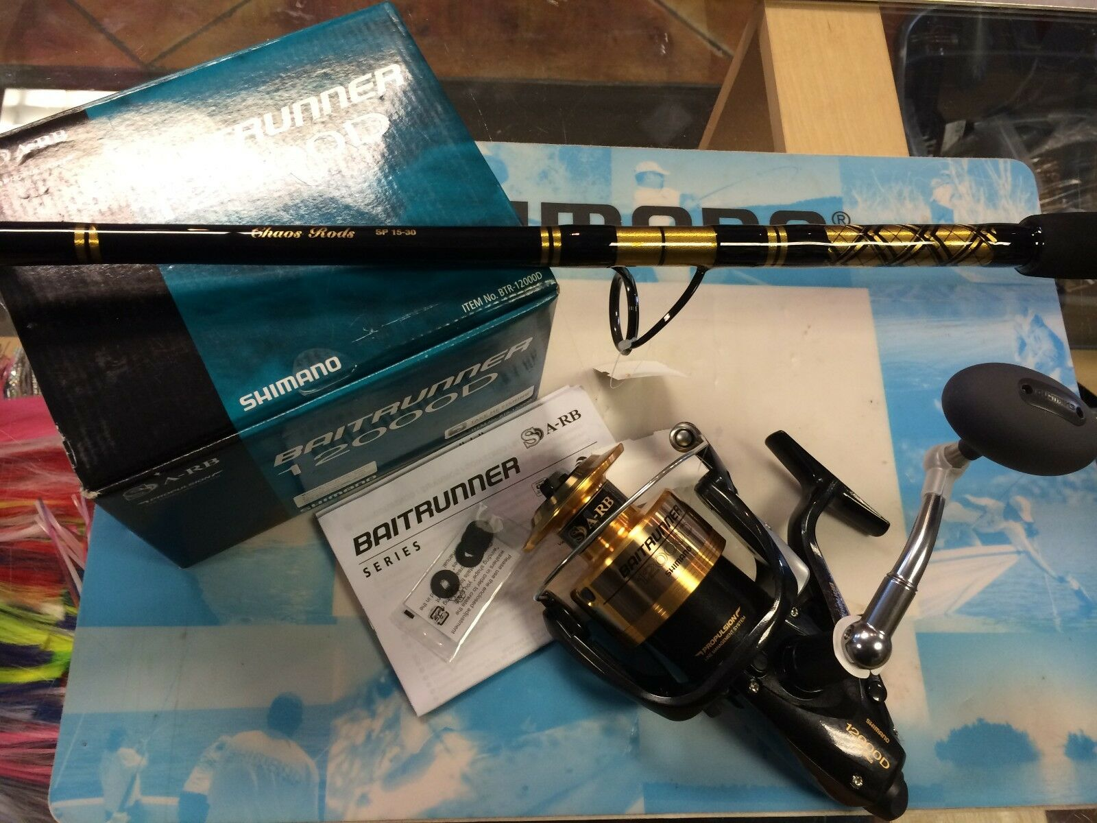 Nuevo Cocherete SHIMANO Baitrunner 12000D con Varilla caos SP Spinning Combo Package