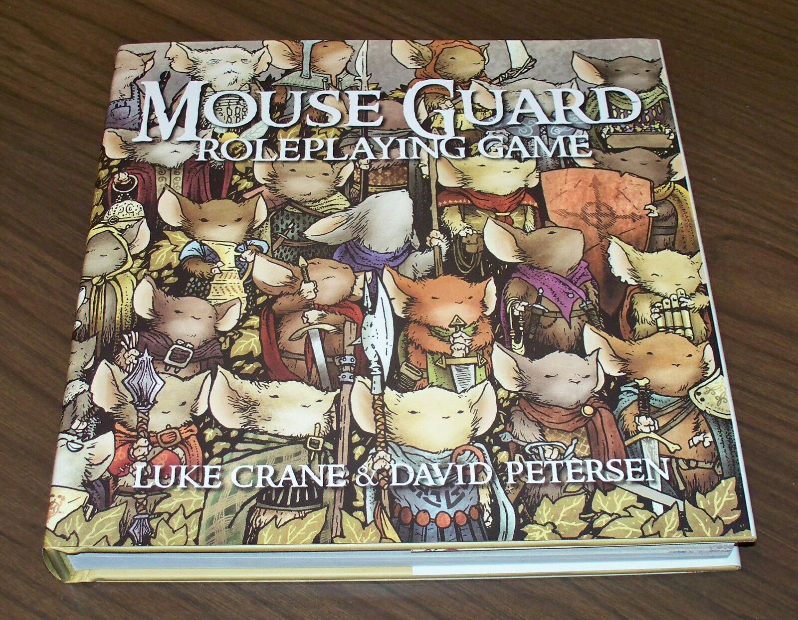 rivenditori online MOUSE GUARD ROLEPLAYING gioco HC Luke Crane Crane Crane David Petersen Burning Rueda RPG GDR  acquista la qualità autentica al 100%