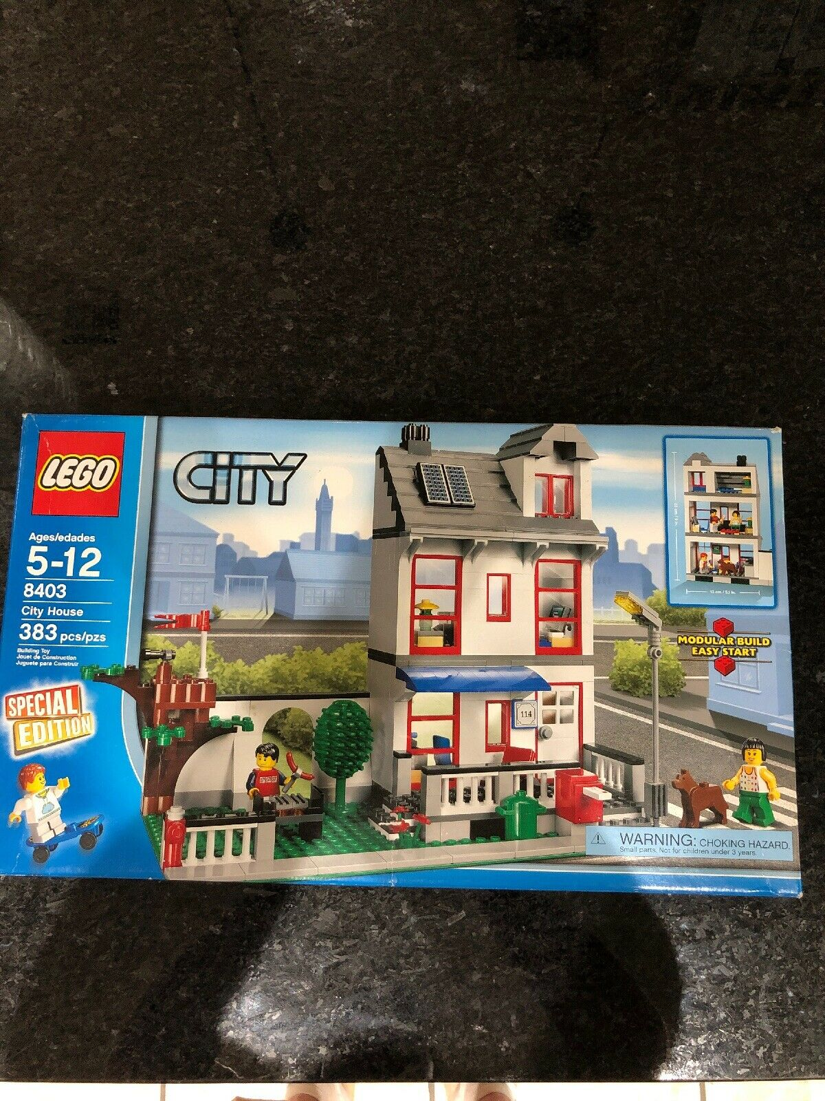 NEW LEGO 8403 City House  NISB Special Edition Retirot Set Mini figures Dog
