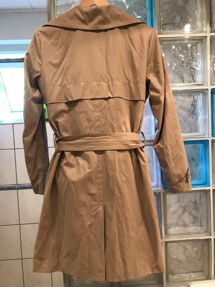 Trenchcoat, str. 34, In wear