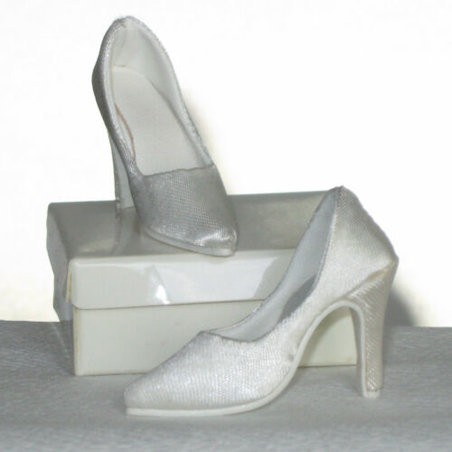 "Doll Shoes for Fashion Dolls OFF WHITE Satin Pumps Fit CANDI 16/"" Tyler New"