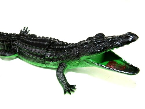 "Beautifully Detailed Realistic 11/"" Green Black Alligator Plastic PVC Toy Figure"