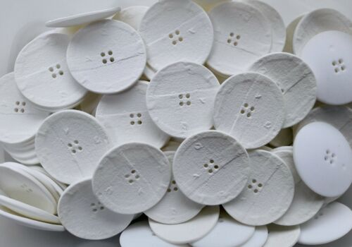 Large 28mm 40mm blanco marfil con textura ligero 4 Agujero Botones Botón Q640A-B