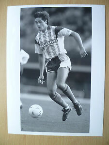 Original Press Photograph 1992 ROBERT ROSARIO at Coventry City F C 95x7inch - <span itemprop=availableAtOrFrom>ilford, Essex, United Kingdom</span> - Returns accepted Most purchases from business sellers are protected by the Consumer Contract Regulations 2013 which give you the right to cancel the purchase within 14 days after th - ilford, Essex, United Kingdom