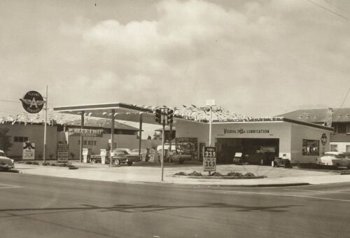 1 VINTAGE 8x11 #2 VEEDOL FLYING A GAS STATION  BUICK PONTIAC CHEVY OLDS b//w pic