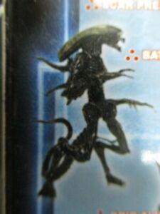 HOT-TOYS-Alien-VS-Predator-Snap-Kits-1-AVP-Figure-Battle