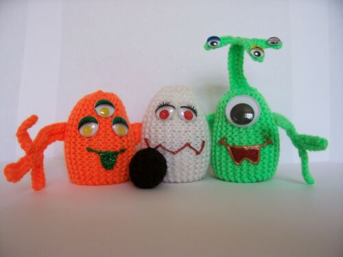 HALLOWEEN ALIEN EGG COSY KNITTING PATTERN