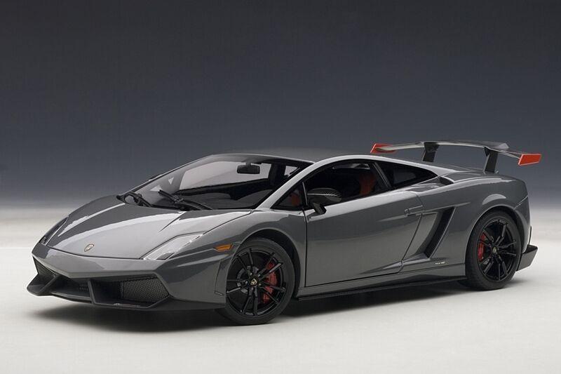 Lamborghini Gallardo lp570 supertrofeo stradale gris 1 18 AUTOart