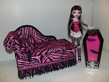 Monster High Furniture Chaise Lounge Bed & Coffin Lamp for Draculaura