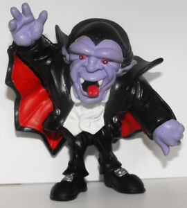Dracula-Vampire-Heavy-Plastic-Figurine-4-inches-tall-HALLOWEEN-MONSTER-Figure