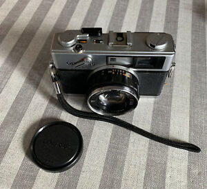 OLYMPUS-35DC-with-fixed-OLYMPUS-F-ZUICKO-1-1-7-40mm-Lens-Spares-Or-Repair