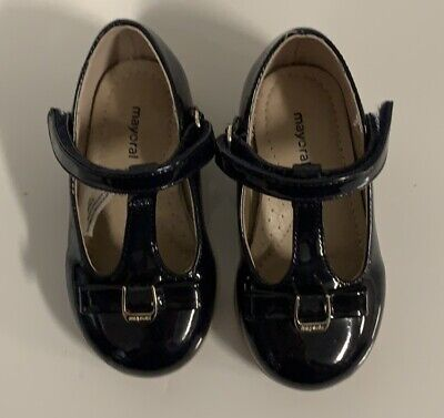 Baby girl shoes Mary Janes patent leather  by Kickers Amilio size 5.5 or 6