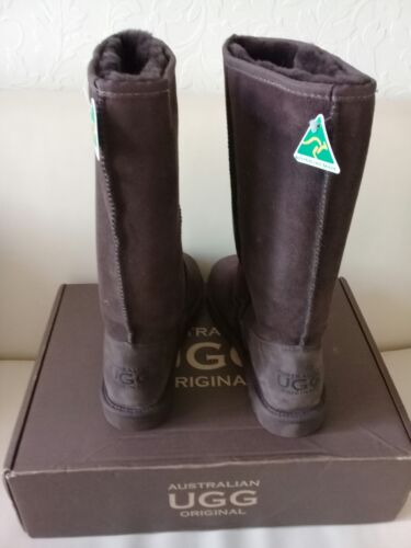 9 Chocolate Nuovo Size Boots Con Box Ugg Tall Brown 1F85fCn4qw