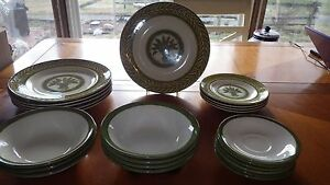 Vintage-Dinnerware-Set-Monarch-USA-Green-Wheat-Laurel-Leaf-Design-23-pieces-1950