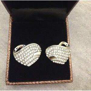 Boucles-d-039-oreilles-c-ur-or-blanc-avec-des-pierres-blanches-pour-femme