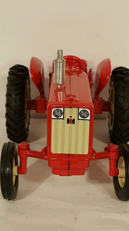 International  606 1 1 1 16 diecast farm tractor replica collectible by Spec Cast 85e7ad