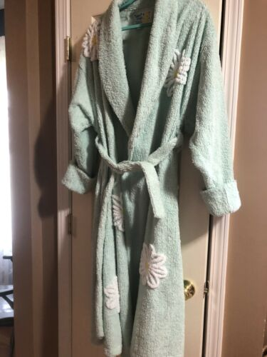 Canyon Group Falling Daisies Chenille Robe: XL