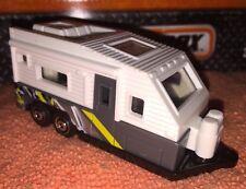 Matchbox OUTDOOR SIGHTS Design TRAVEL TRAILER Camper White / Grey Loose 1:64 New
