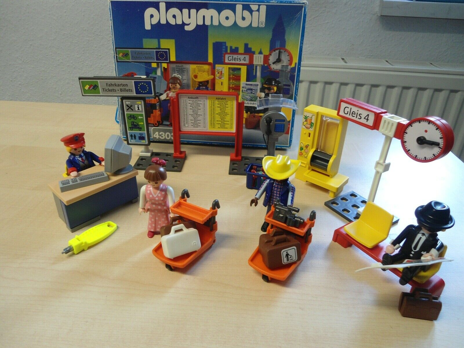 Playmobil Set 4303   Reisende Bahnhof   selten gebraucht