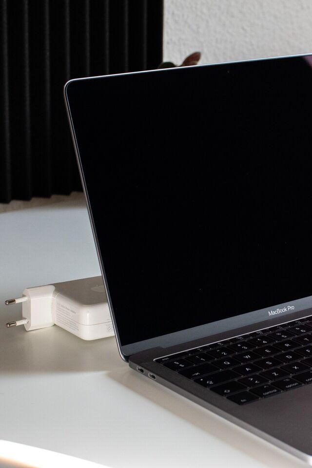 MacBook Pro, 13 2017, 8 GB ram