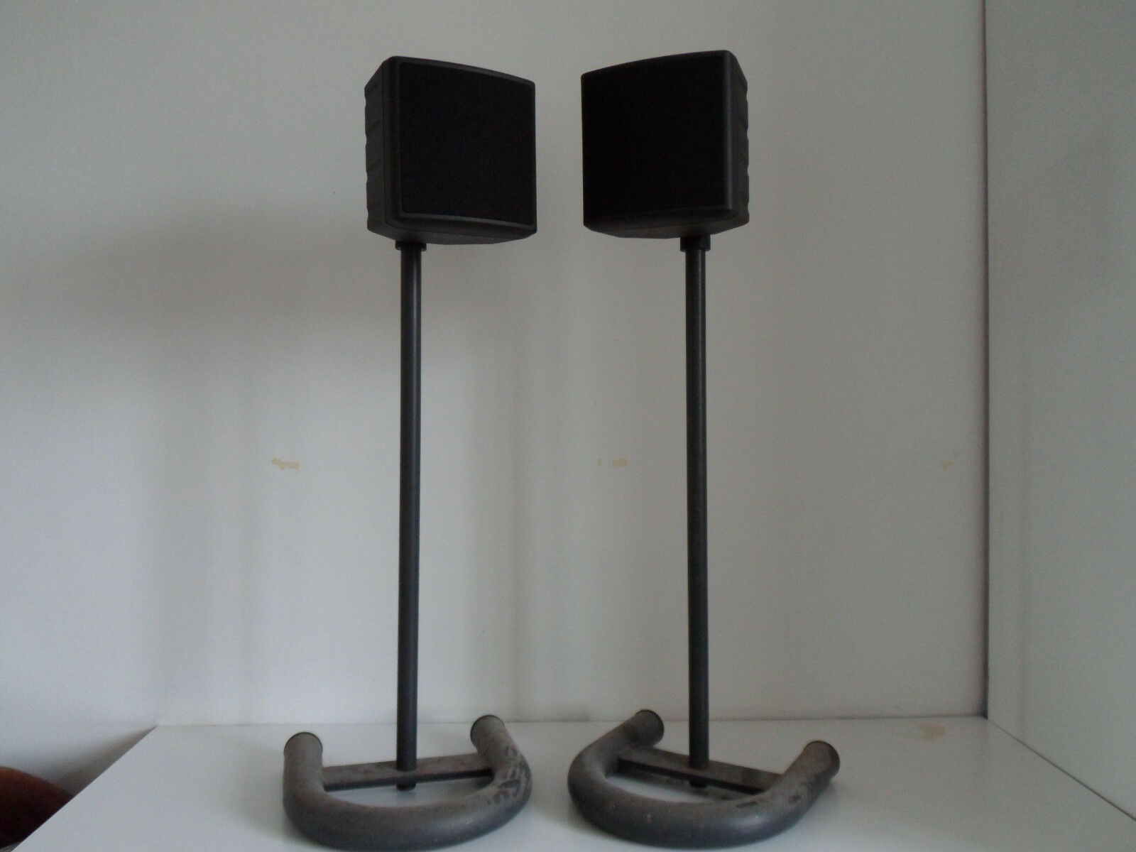 2x MITSUBISHI REAR SPEAKERS & STANDS 16 OHM, 8W 926P035A3