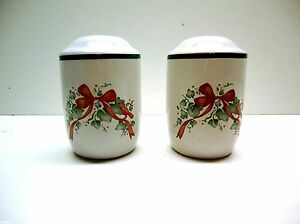 Corelle-Callaway-Holiday-Ivy-Christmas-CERAMIC-SALT-AND-PEPPER-SHAKERS