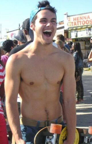 Shirtless Athletic Muscular Male Frat Guy Skateboarder Cute Dude PHOTO 4X6 C1324