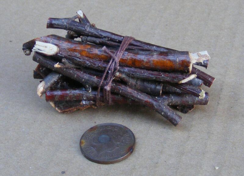 HP26 1//12th scala casa delle bambole legna da ardere//logs in metallo titolare